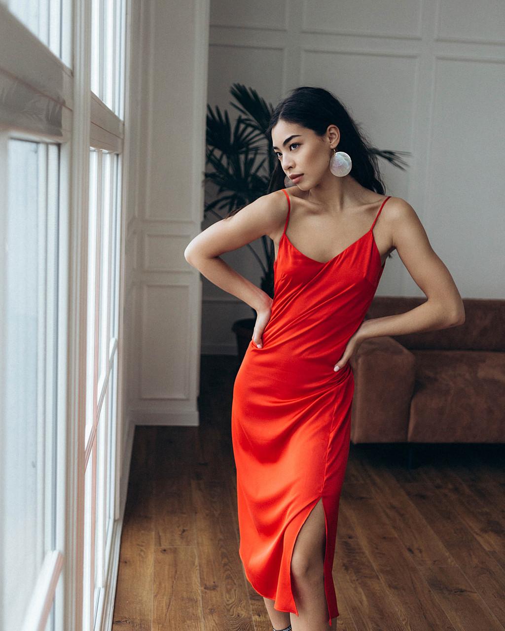 Шелковое платье женское длинное красное в бельевом стиле от бренда Тур, размеры: S, M, L TURWEAR